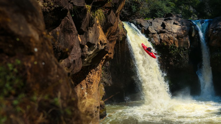 michoacan-mexico-kayaking-waterfall-viewfinder