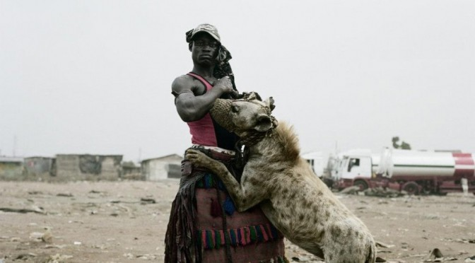 Серия знаменитых фоторабот «Гиены и другие люди» от южноафриканского фотографа