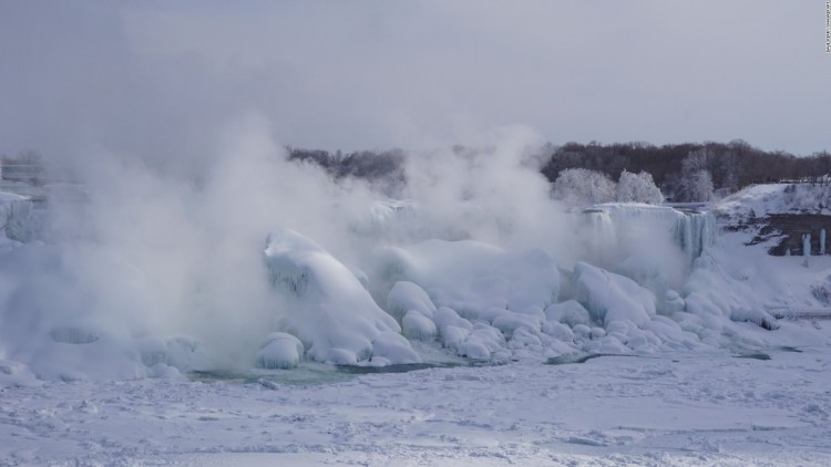 150219122543-frozen-niagara-feb16-steam-ice-irpt-full-169
