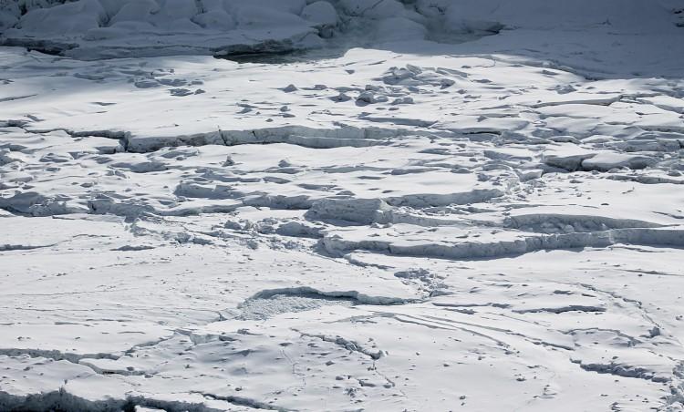 150219144124-irpt-frozen-niagra-falls-by-spencer-wyille-full-169