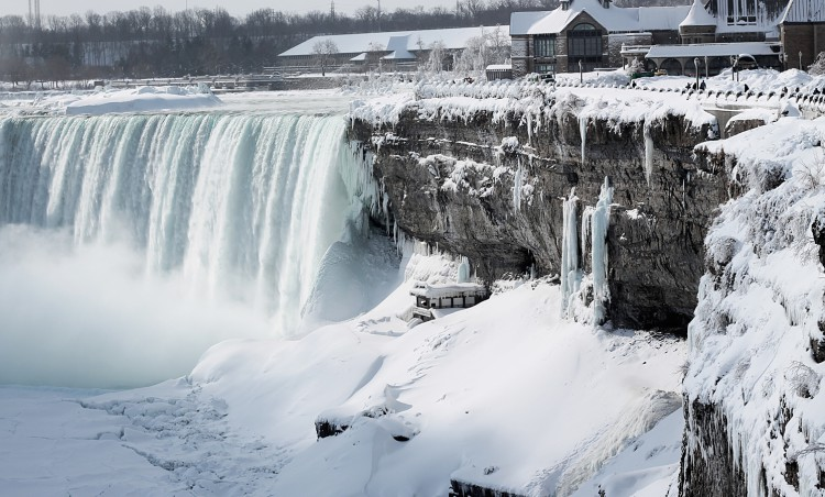 150219144826-irpt-frozen-niagara-falls-by-spencer-wyille-full-169