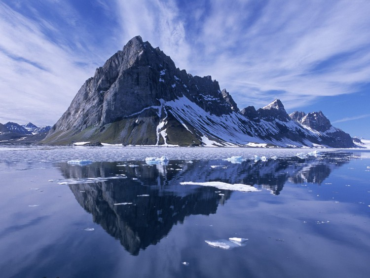 Mountain_Reflections__Spitsbergen__Norway