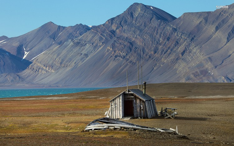 abandoned-house-in-svalbard-norway-25361-1680x1050