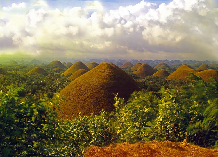 Chocolate_Hills_by_DeniseBunye