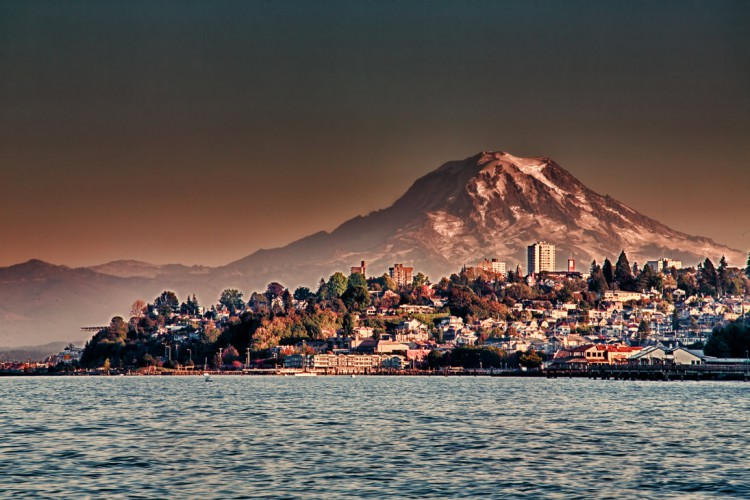 mount_rainier_behind_tacoma_by_arnaudperret-d5quoz9