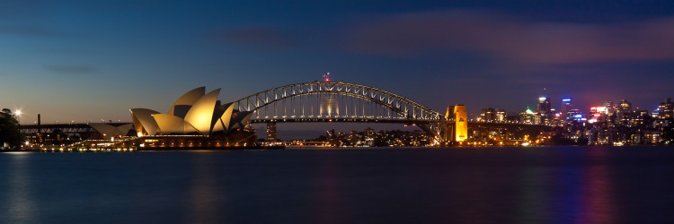 Sydney_Harbour_pano_at_night