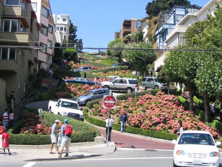 Lombard_Street_San_Francisco_2004