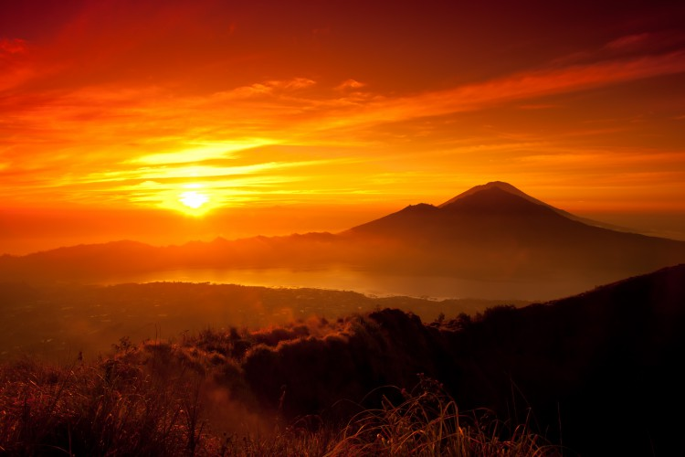 sun-mountains-orange-scenic-5463x3642-wallpaper