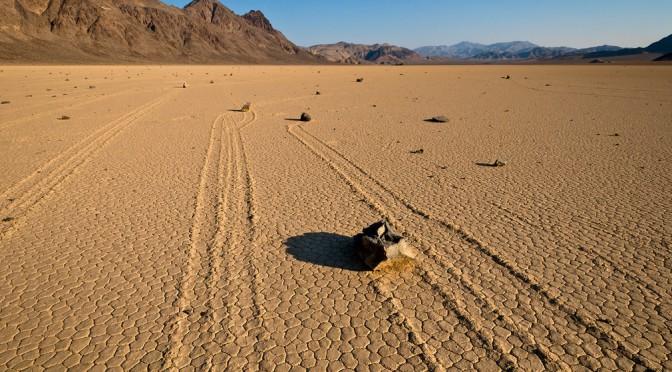 Как разгадали тайну ползущих камней в национальном парке США «Долина Смерти»